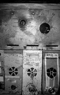 gx jupitter-larsen - Empty holes, empty homes